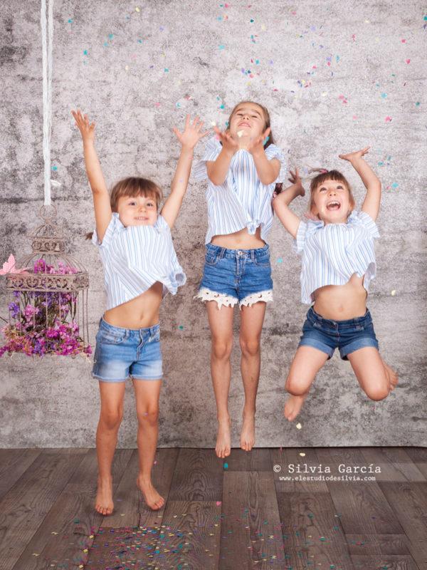 fotos de familia divertidas, fotos de familia divertidas, fotos familiares naturales, fotografía familiar Madrid, fotografía infantil Madrid