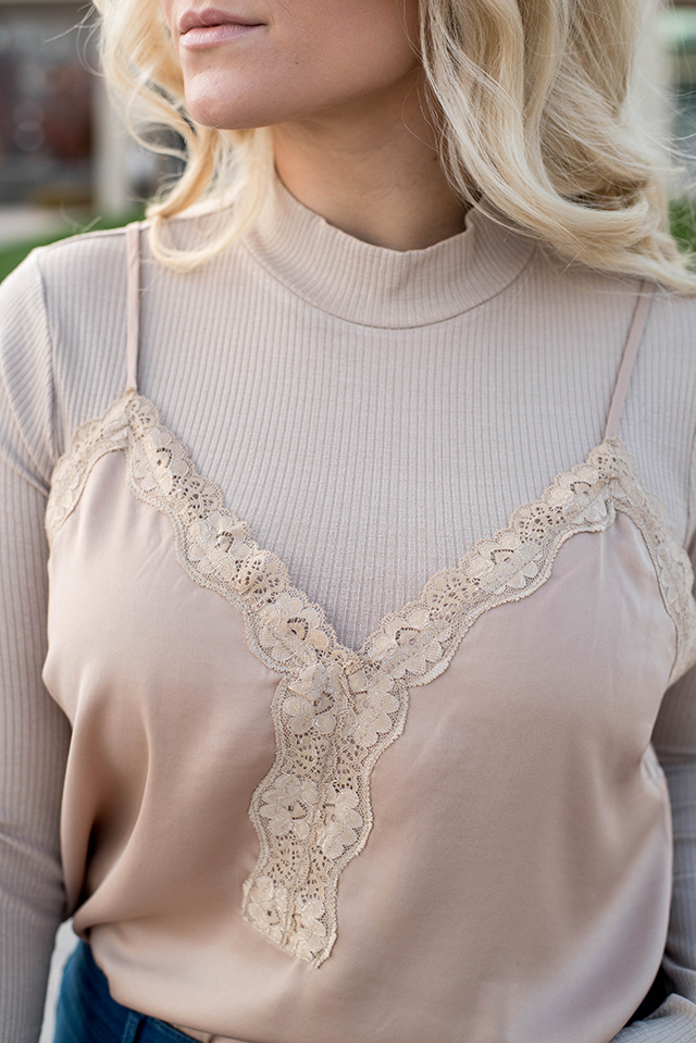 How to wear a lace cami