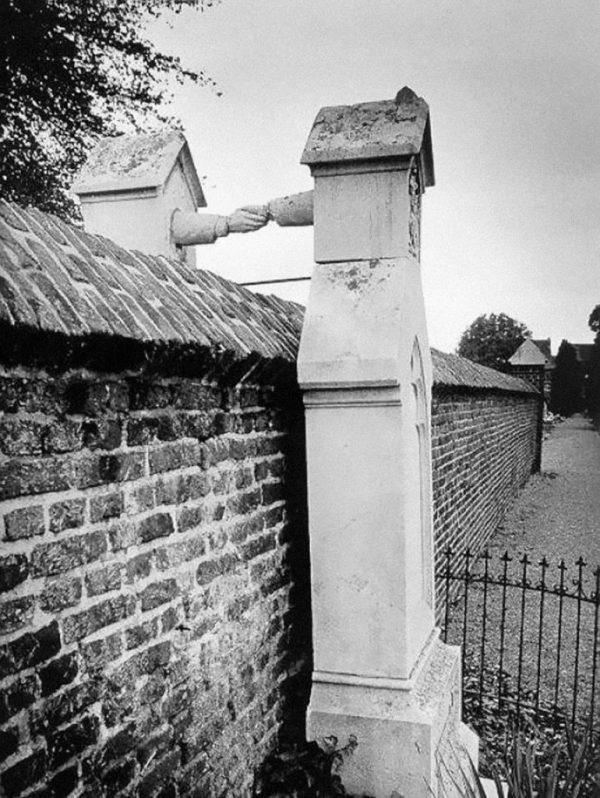 6. Las tumbas de una mujer católica y su marido protestante, Holanda, 1888
