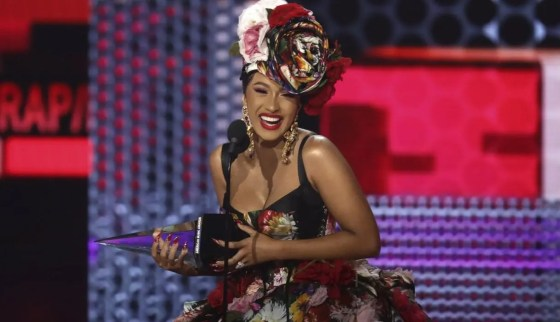 cardi b american music awards 2018