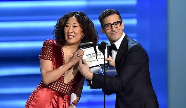 Golden Globe Awards Andy Samberg y Sandra Oh