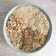 Getreidemischung für einen leckeren Schokogranola Rezept seit das sich schnell und einfach herstellen lässt und auch noch ohnt Zucker ist dann schaut auf www.elfenkindberlin.de