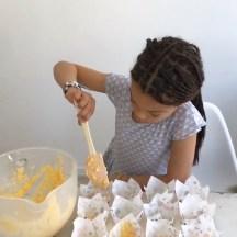 Anleitung Karotten Muffin RezeptMehr zum Thema Waldorfpuppen und ein leckeres Kürbis Muffin Rezept gibt es auf www.elfenkindberlin.de