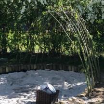 Sandkiste mit Weidendach
