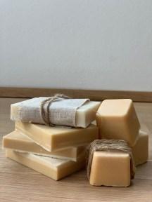 Honig Seifen Rezept und drei Variationen für natürlich schöne Seifen einfach zum Selbermachen, duftend zart und pflegend.