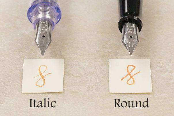 Comparação de canetas tinteiro com penas itálicas e redondas.