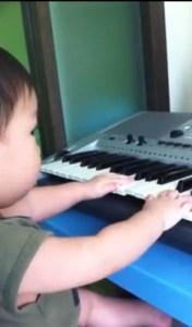 Gar plays the keyboard