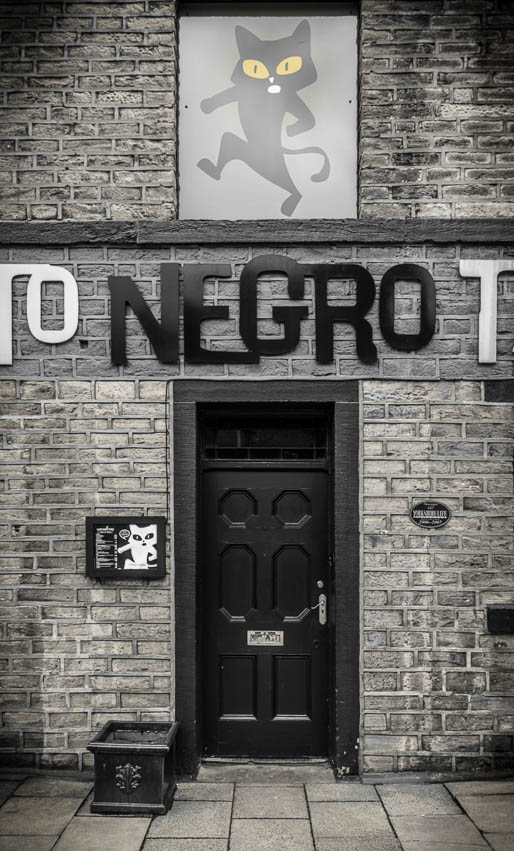 Closed door at El Gato Negro