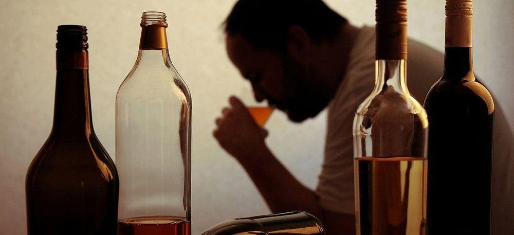 causas del alcoholismo