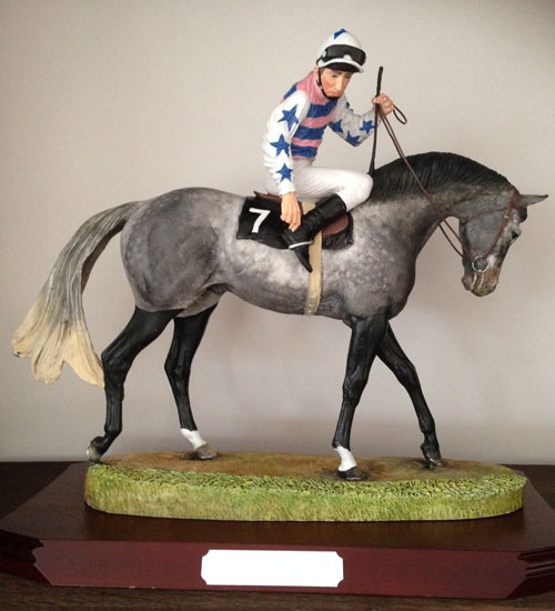 Figurine de cheval de course