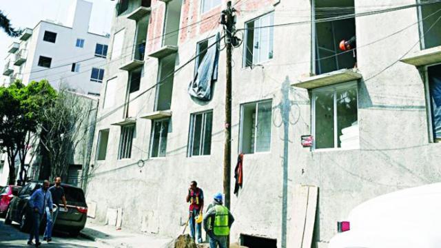 Resultado de imagen para Fallece un trabajador de construcción al caer desde diez metros.