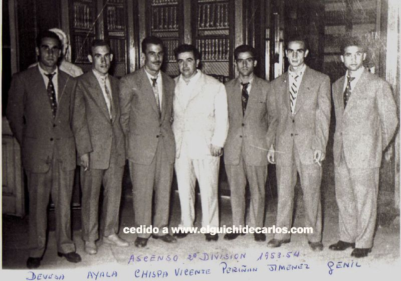 en la biblioteca Lobo Fotografía cedida por la familia Devesa a www.elguichidecarlos.com