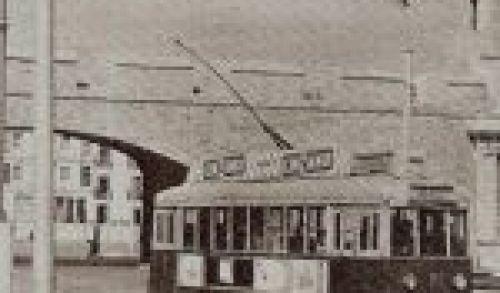 Tranvía en Cádiz. Muchos años tuvieron que pasar antes de que el tranvía uniera las ciudades de Cádiz y San Fernando, pero sin pasar por Chiclana. Foto de autor desconocido cedida a www.elguichidecarlos.com