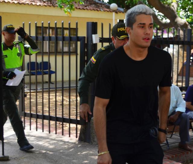 Juan Mindiola a la salida de Medicina Legal