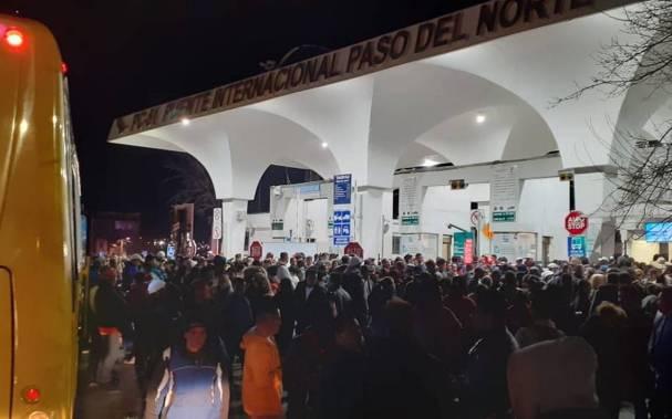 Migrantes cubanos toman las instalaciones del puente Paso del Norte - El  Heraldo De Juárez
