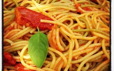 Pasta con tomate y ajo. El placer de la sencillez.