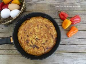 Tortilla de patatas con pimientos de colores de @elhuertodetialou