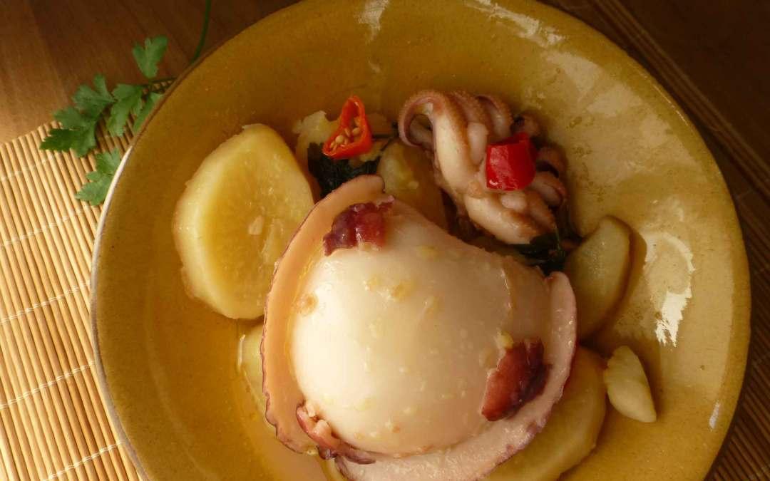 Receta Sanluqueña: Chocos cocidos con papas