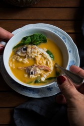 Sopa de galeras y espinacas