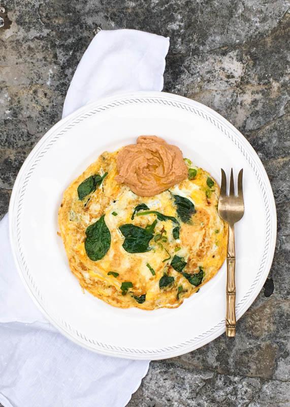 Tortilla de espinacas y hummus