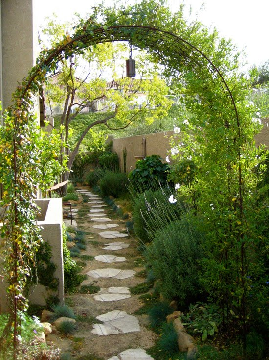 Side Yard Makeover By Shirley Bovshow Of Edenmakersblog Com (Los Angeles)
