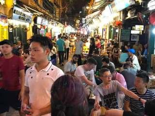 Via della Birra nel Quartiere Vecchio di Hanoi, Vietnam