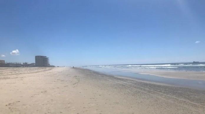 Rosarito beaches register few visitors. (Carmen Gutiérrez)