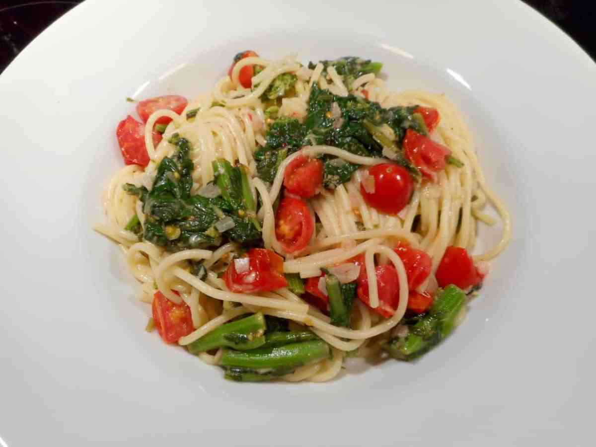 Super Pasta - Lemon Garlic Spaghetti With Grape Tomatoes and Rapini
