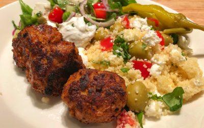 Kycklingbullar med pesto och couscousblandning