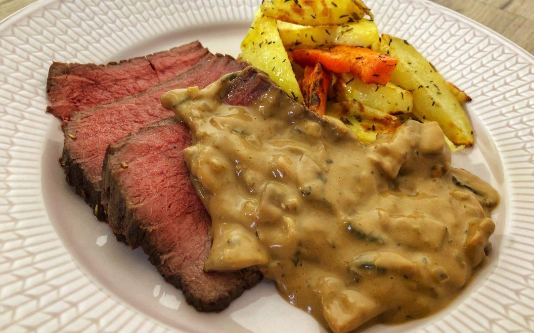Söndagsstek med potatis och morot i ugn och champinjonsås