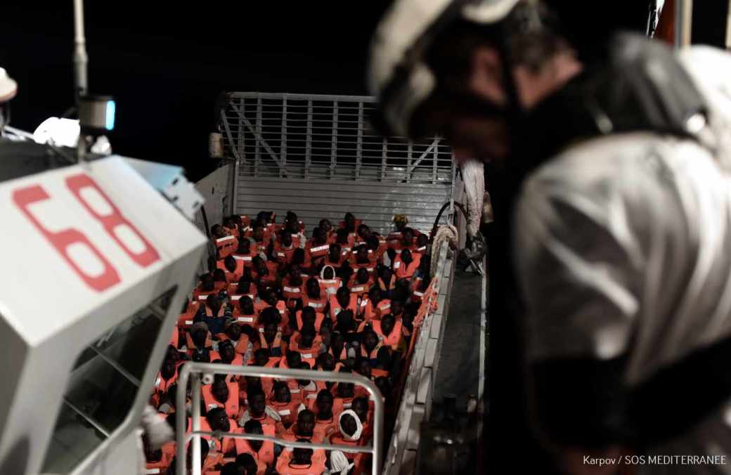 Inmigrantes a bordo del buque Aquarius, operado por SOS Mediterranee y Médicos sin Fronteras.