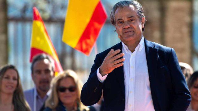 De récord: Marcos de Quinto consigue usar en el mismo tuit PSOE, Chávez, ultraizquierda, Macron y dictadura