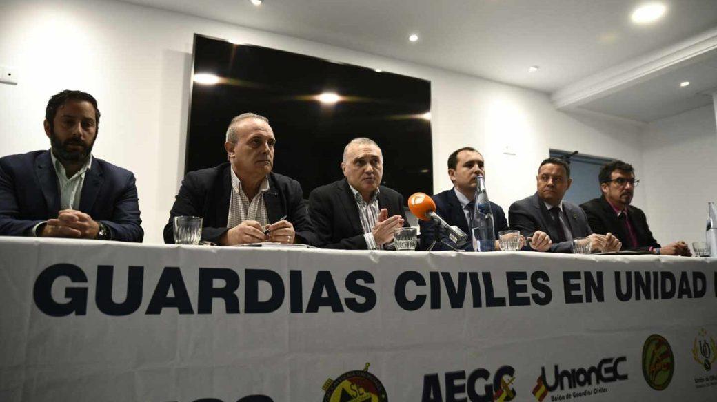 Representantes de asociaciones profesionales de la Guardia Civil, en una reciente conferencia de prensa.