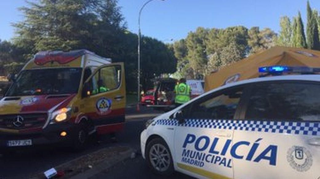 Efectivos sanitarios y policiales en el lugar del accidente.