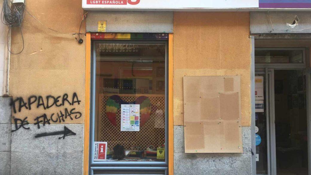 """La sede de Colegas en Madrid ha aparecido con la pintada """"Tapadera de fachas"""""""