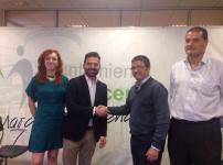 El alcalde de Maracena y el representante de la empresa que hará el censo.