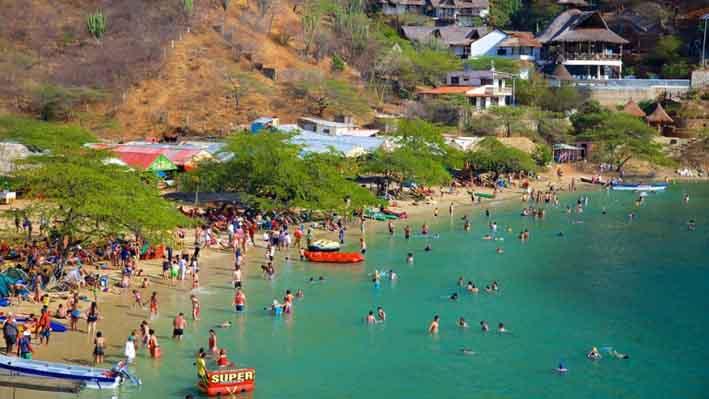Dos terminales montañosos abrazan el mar para formar la bahía más hermosa del Litoral Atlántico en el Norte Colombiano;  eso es Taganga.