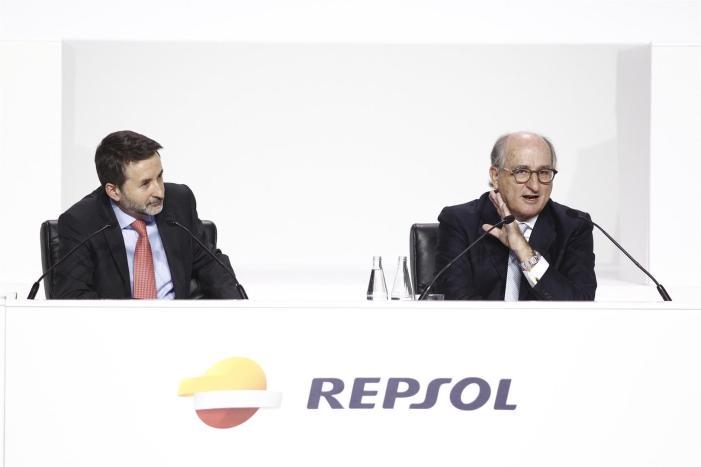 Junta de accionistas de Repsol. No saben que contarle al accionista.