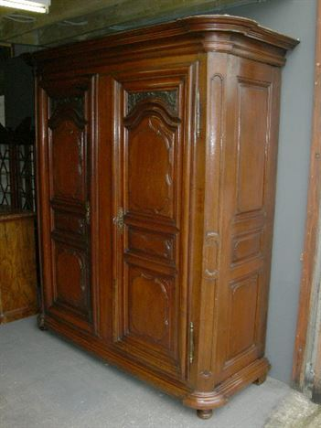 ANTIQUE FURNITURE WAREHOUSE  Large Antique Oak Wardrobe