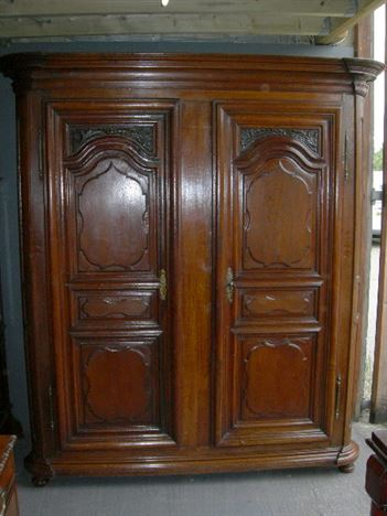 ANTIQUE FURNITURE WAREHOUSE  Large Antique Oak Wardrobe  Large 19th Century French oak armoire