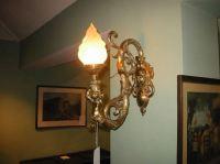 ANTIQUE FURNITURE WAREHOUSE - VICTORIAN ORNATE BRASS WALL LAMP
