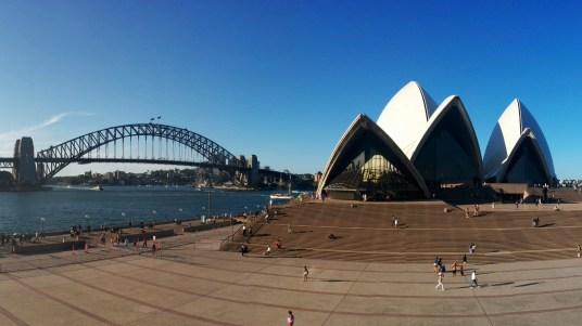 L'entrée de l'opéra, avec le Harbour Bridge
