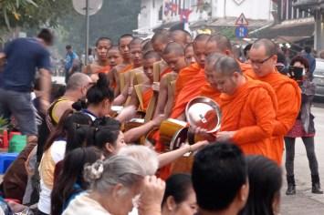 L'aumône des moines, rue principale
