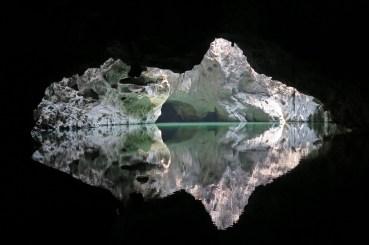 Lac intérieur, au fond de la grotte Tham Sa Pha In