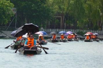 Touristes asiatiques Tam Coc Baie Halong terrestre Vietnam blog voyage 2016 3
