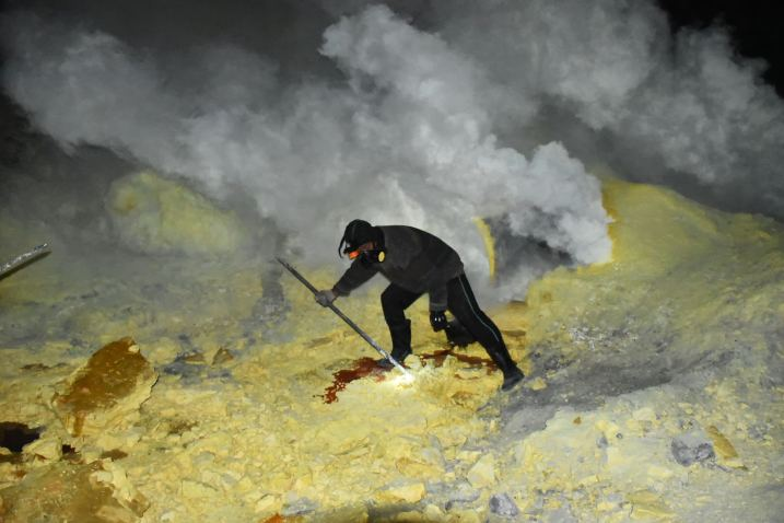 Mineur soufre kawah-ijen-indonesie-blog-voyage-2016-8