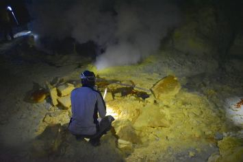 Mineur soufre kawah-ijen-indonesie-blog-voyage-2016-9