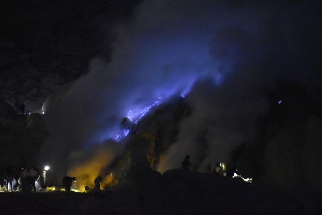 Dans le cratère du Kawah Ijen