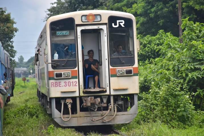 Train Yangon-Myanmar-Birmanie-blog-voyage-2016 23