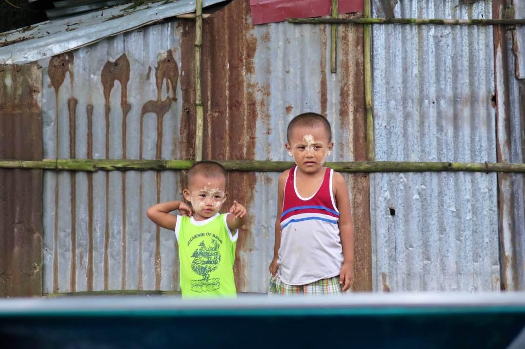 Enfants gare Yangon-Myanmar-Birmanie-blog-voyage-2016 26